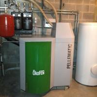 chaudière Okofen avec silo de 5 tonnes avec boiler pour la production d'eau chaude sanitaire, 2 circuits de chauffage